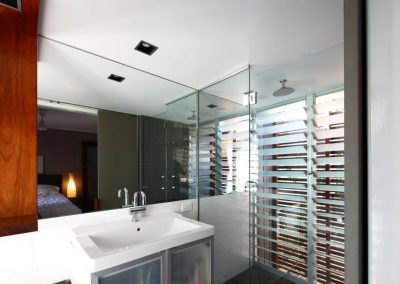 Bathroom_with_breezway_louvres