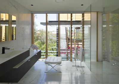 A mixture of fixed glass with louvre windows is perfect for in the bathroom to allow steam to escape quickly while still enjoying outdoor views